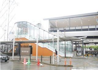 最寄りは、阪急京都本線洛西口駅からバスで12分、最寄りの停留所は新林センター前です。