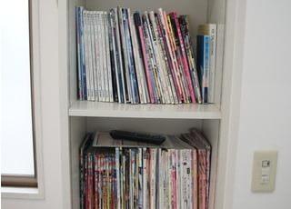 さまざまな雑誌を取りそろえております。