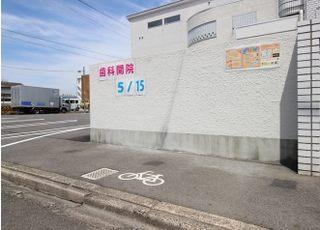 自転車でお越しの方は、駐輪スペースをご利用ください。