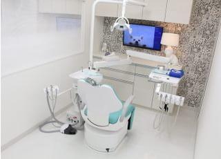 メンテナンス用のユニットです。クリーニングだけでもリラックスして過ごしていただけるように、治療用ユニットとは離れて配置しています。