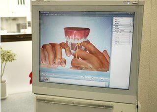 ムシ歯や歯周病など各症状を分かりやすいアニメーションで紹介するMed Visor(メドバイザー)を導入しています。患者さんの現在の症状に対して、今後どのような治療をしていくのかを動画や3D画像を使って説明していきます。