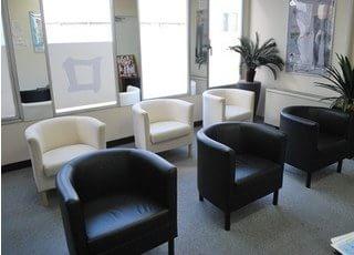 待合室です。診療開始時間までリラックスしてお待ち下さい。