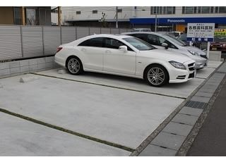 駐車場がご用意されており、お車の方も通院しやすい環境です。