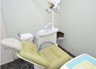 診療チェアです。歯や口腔内のお悩みはお気軽にご相談ください。