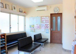 待合室です。診療までゆっくりこちらでお待ちください。