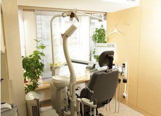 診療台です。ホームデンティストとして、患者様1人ひとりにオーダーメイドな治療を施します。