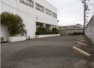 駐車スペースが広いので、駐車が簡単です。