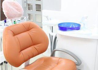 診療チェアです。患者様のお口の状態を詳しくご説明し、納得していただいた上で治療を開始します。