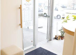 こちら玄関になります。スリッパに履き替えてお入り下さい。