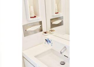 清潔感のある洗面台にしております。