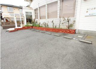敷地内に駐車場をご用意しておりますので、お車での通院も可能です。