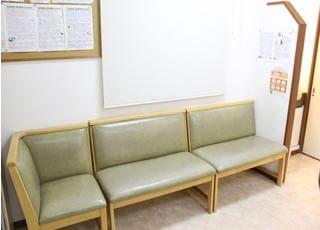 待合室です。絵本や雑誌等もご用意しております。