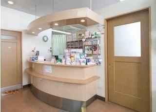 ご来院されたら診察券や保険証を受付にてお預かりいたします。