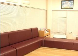 待合室です。待ち時間がある場合はこちらでお待ちください。