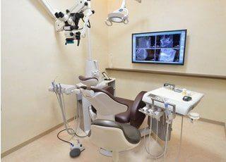 診療室ではモニターを利用して治療のご説明などを行っております。