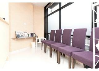待合室です。アットホームな空間で、快適にお過ごしいただけます。