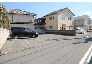 10台分の駐車スペースがございます。