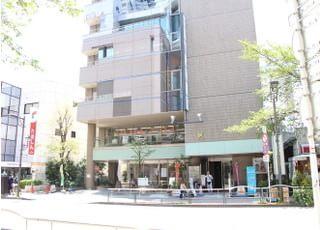 当院はこちらの建物の6階にございます。