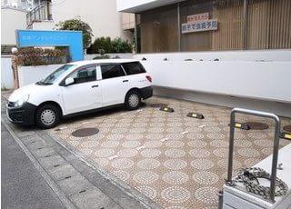 駐車場があるので車で通っていただけます。