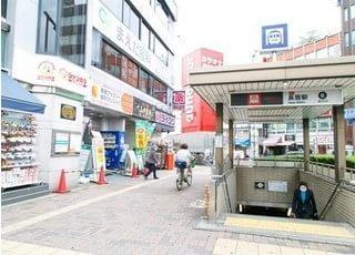 長居駅6番出口出てすぐにあります。