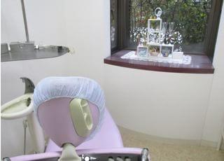 診療室も落ち着いてくつろげる空間になっています。