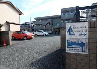 駐車場をご用意していますので、お車の方はご利用ください。