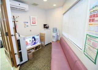 待合室です。診療前後はお掛けになってお待ちください。