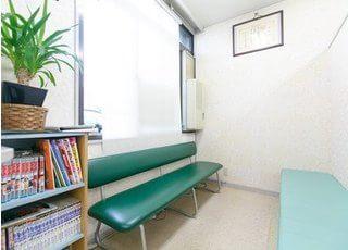待合スペースです。診療前後は、こちらでごゆっくりお待ちください。
