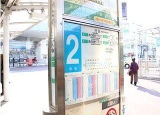 2番線からバスが出ています。