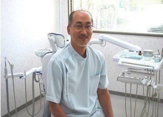 かねます歯科の院長先生です。皆様のご来院を、心よりお待ちしています。