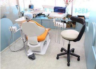 おしゃれな診療室で治療を行います。