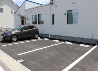 駐車場です。医院の横にございます。