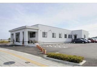 トータル・デンタル・クリニック_広い駐車スペース完備3