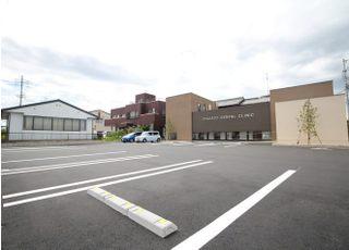 医院横に広い駐車場をご用意しておりますので、お車でお越しの方は、医院専用駐車場をご利用ください。