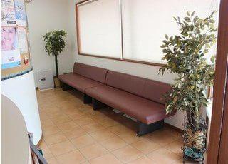 待合スペースです。診療前後はこちらでお過ごしください。