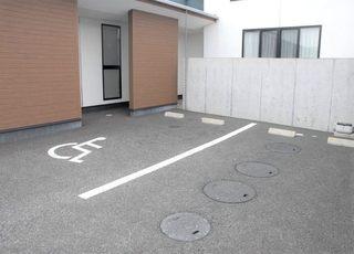 駐車場は当医院敷地内に10台分の駐車場がありますのでご利用ください。