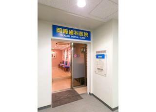 入り口です。紙与天神ビルの3Fにございます。