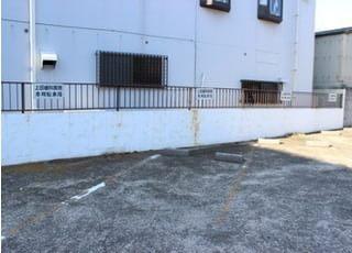 専用駐車場がございますので、お車でもお越しいただけます。