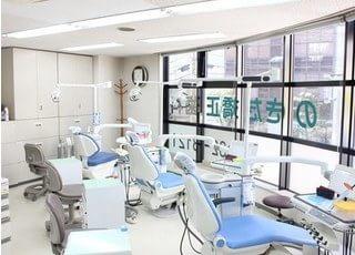 診療スペースです。広々としたこの空間は、清潔感があります。