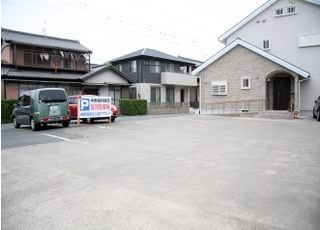 駅からも近いですが、駐車場が広いのでお車でお越しの患者さまもお気軽にお越しくださいませ♪
