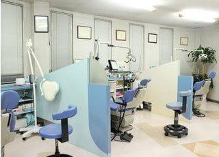 明るく広々とした診療室になっております。