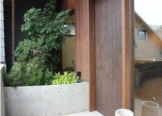 西尾城下町矯正歯科ブルーノの入り口です。