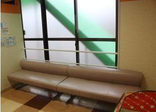 こちらの待合室でお待ち下さい。