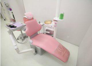 診療台です。心から丁寧な治療を心がけております。