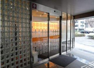 にしぼり歯科医院の入り口です。こちらからお入りください。