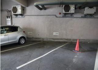 駐車場をご用意しております。お車の方も通院しやすい環境です。
