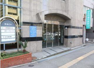 東比恵駅2番出口徒歩2分にございます当院の外観です。