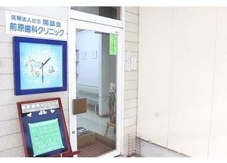入り口です。当院は平日20時まで診療を行っています。