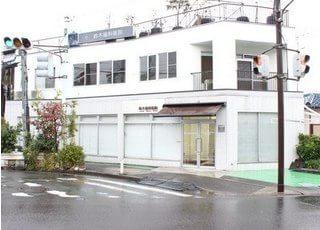 京浜急行本線「上大岡」駅西口よりバスで10分です。