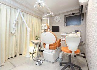 診療室は清潔感があり、広々としています。